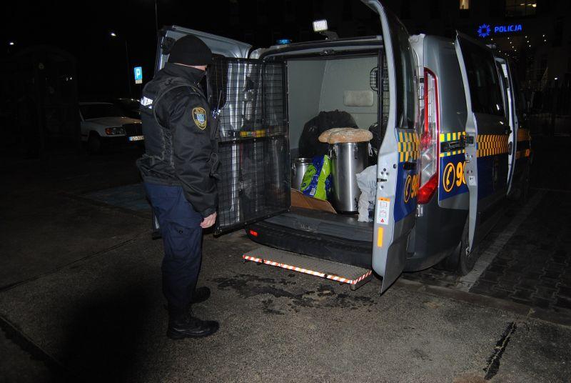 W nocy strażnicy miejscy rozwiozą osobom bezdomnym zupę i ciepłą herbatę